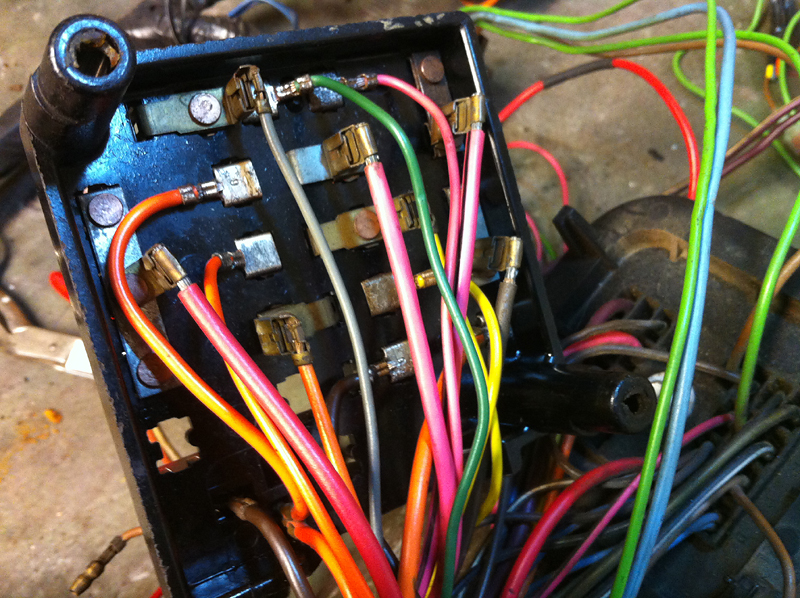 http://hyper8.se/images2/Camaro/clean_fuse_box2.jpg